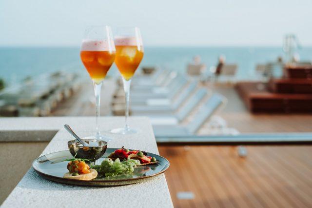 Cócteles en Palma con vistas al mar